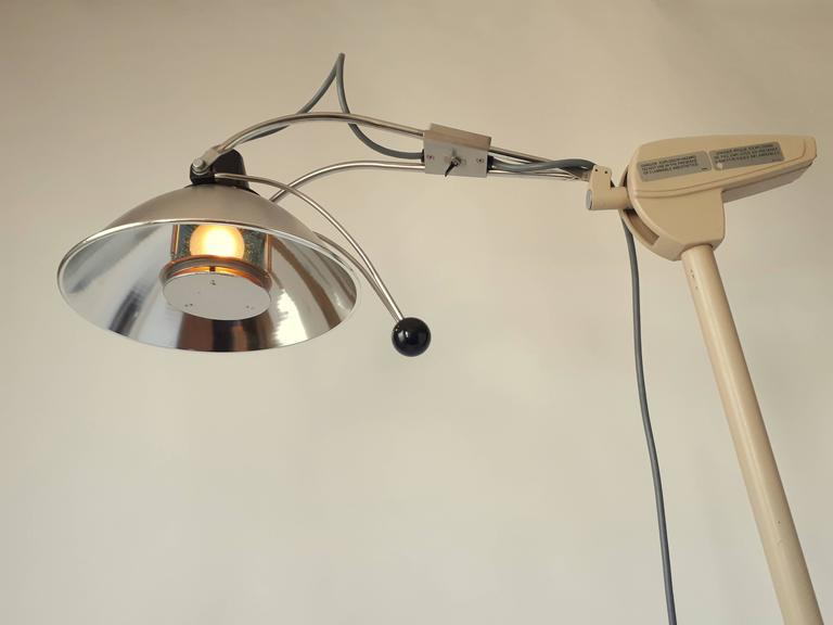 Medical Floor Lamp, Mid-Century Modern, 1970s, USA In Good Condition For Sale In St- Leonard, Quebec