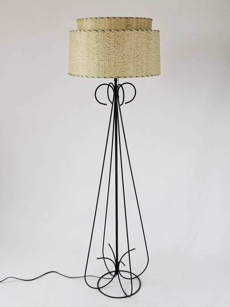 Mid-Century Modern 1950s Wire Floor Lamp in the Style of Tony Paul, USA For Sale