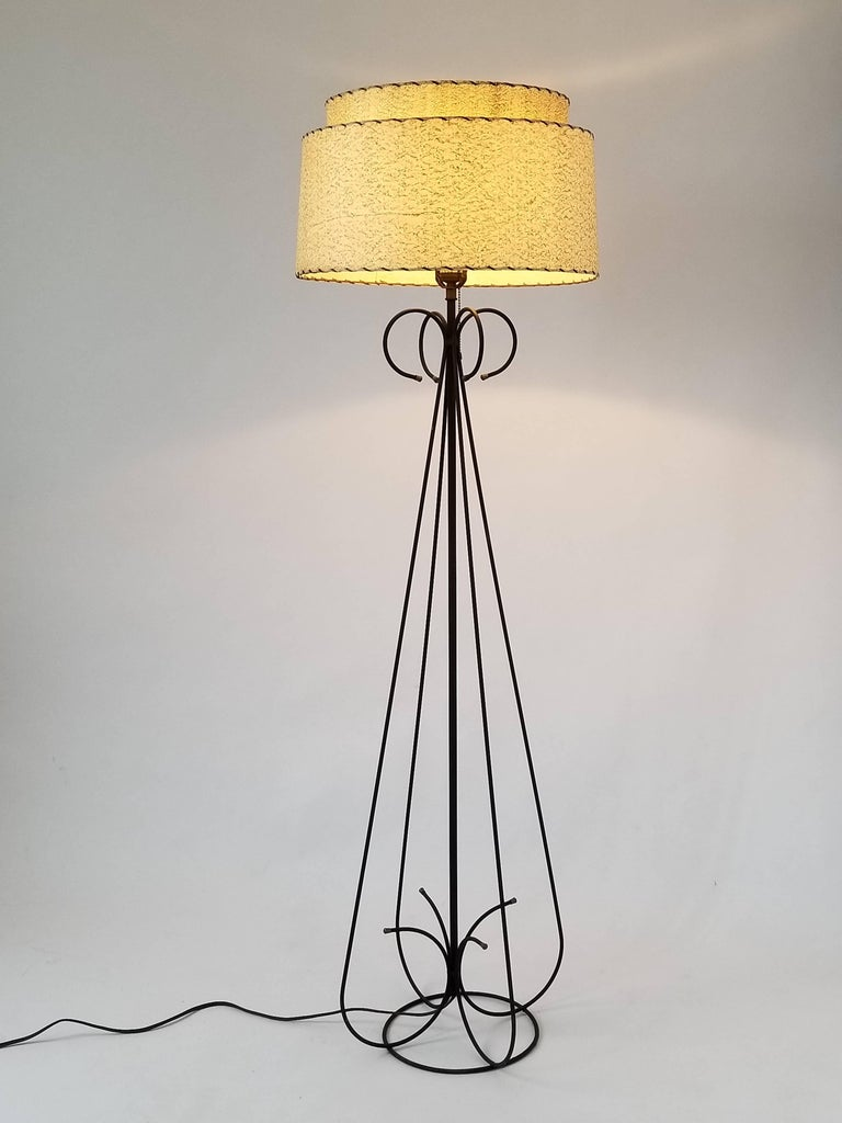 1950s Wire Floor Lamp in the Style of Tony Paul, USA For Sale 2