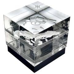 Moderne transparente Würfelförmige Acrylglas und Leder Lampe im zeitgenössischen Design