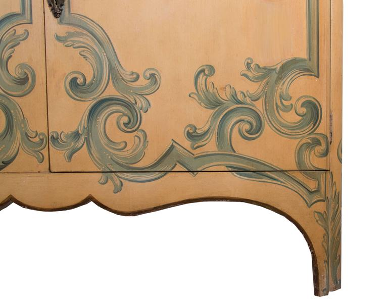 Painted Italian Cabinet with Glazed Doors In Good Condition For Sale In WEST PALM BEACH, FL