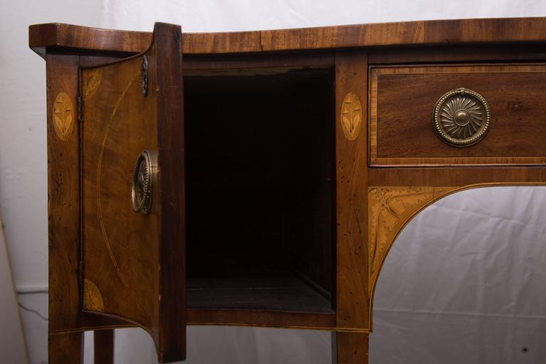 Inlay 18th Century English George III Mahogany Inlaid Serpentine Sideboard For Sale