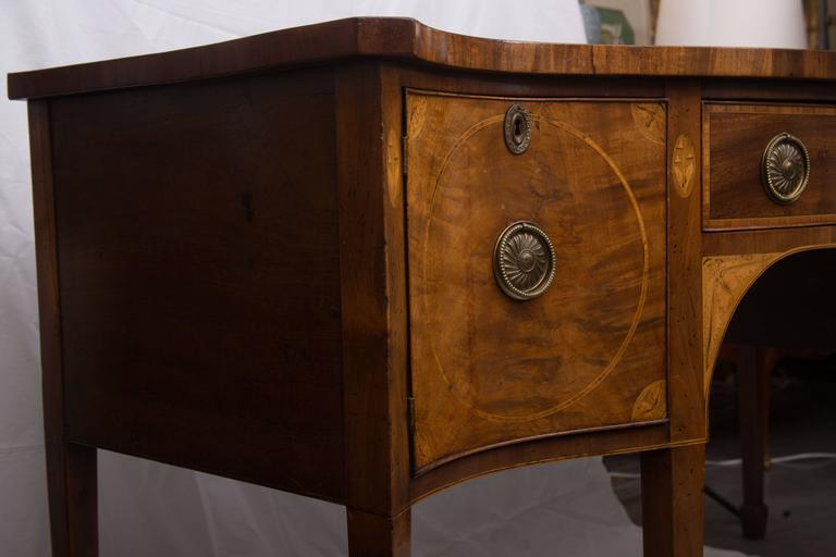 18th Century English George III Mahogany Inlaid Serpentine Sideboard In Good Condition For Sale In WEST PALM BEACH, FL