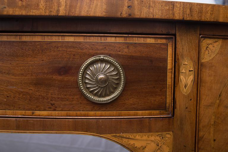 18th Century English George III Mahogany Inlaid Serpentine Sideboard For Sale 3
