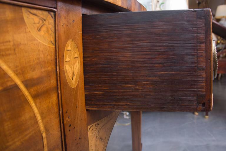 18th Century English George III Mahogany Inlaid Serpentine Sideboard For Sale 2