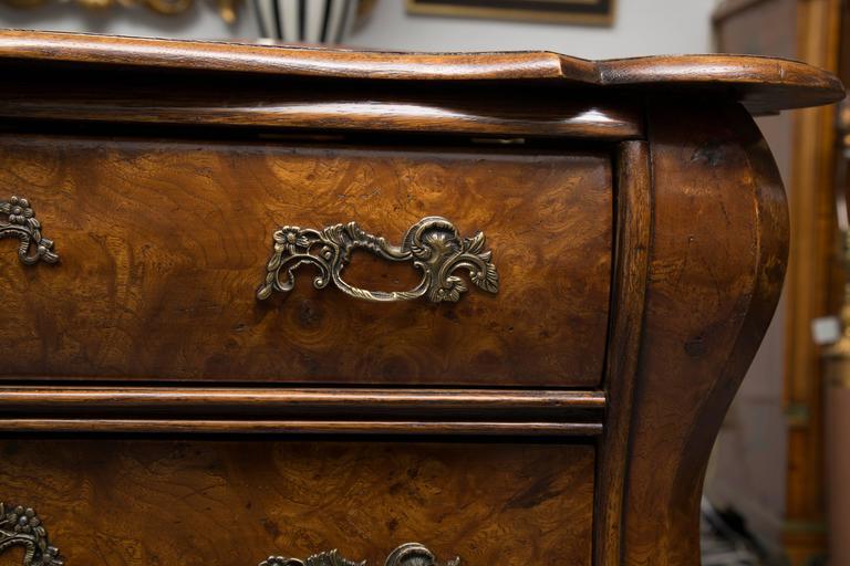19th Century Dutch Rococo Walnut Bombe Chest For Sale 1