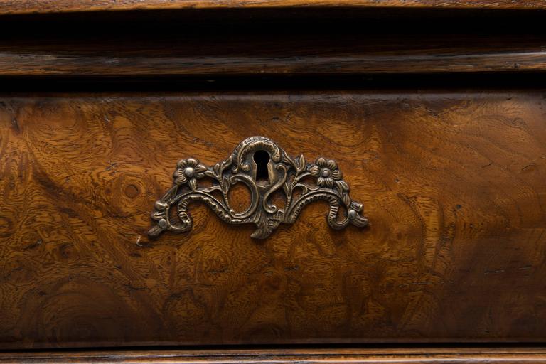 19th Century Dutch Rococo Walnut Bombe Chest For Sale 4