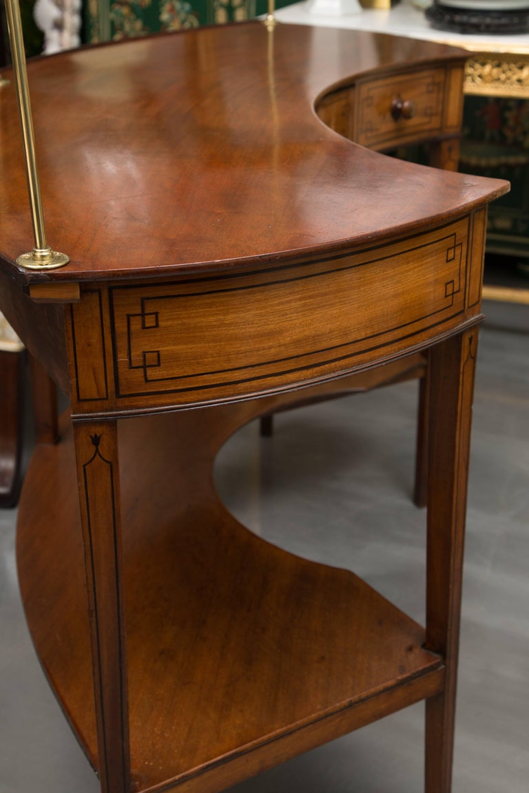 George III Mahogany Concave Server In Good Condition For Sale In WEST PALM BEACH, FL