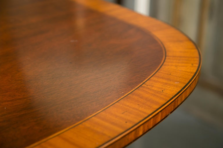 English Mahogany Dining Table with Inlay Banding For Sale 5