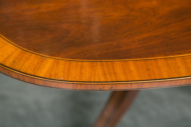 English Mahogany Dining Table with Inlay Banding For Sale 7