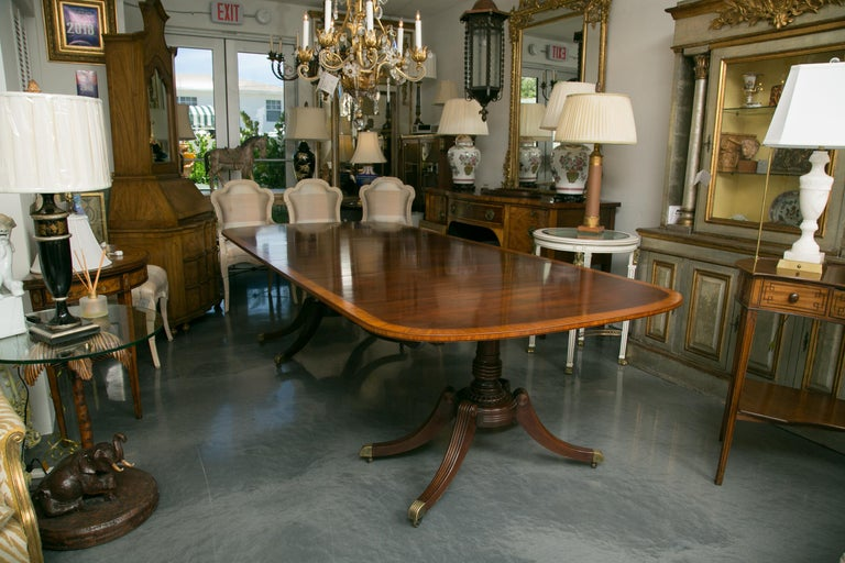English Mahogany Dining Table with Inlay Banding For Sale 4