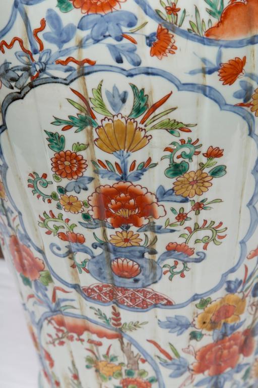 Pair of Chinese Palace Lidded Imari Urns 5