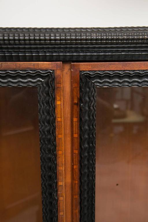19th Century English Regency Style Cherry and Ebony Bookcase In Good Condition For Sale In WEST PALM BEACH, FL