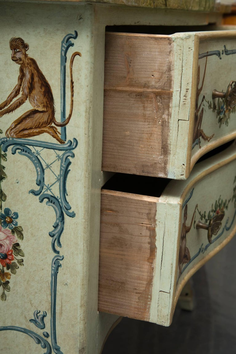 Venetian Hand-Painted Serpentine Commode In Good Condition For Sale In WEST PALM BEACH, FL