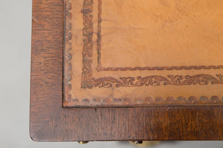 19th Century Mahogany Knee Hole Desk In Good Condition For Sale In WEST PALM BEACH, FL