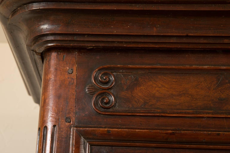 French 18th Century Figured Walnut Armoire For Sale 4