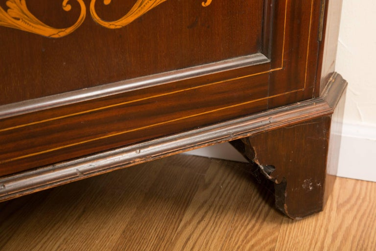 19th Century English Edwardian Inlaid Mahogany Open Corner Cabinet In Good Condition For Sale In WEST PALM BEACH, FL
