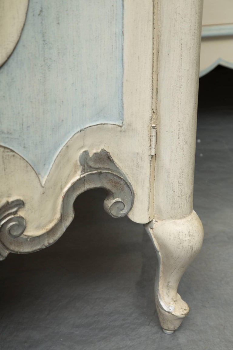 Pair of Serpentine Painted Venetian Cabinets In Good Condition For Sale In WEST PALM BEACH, FL