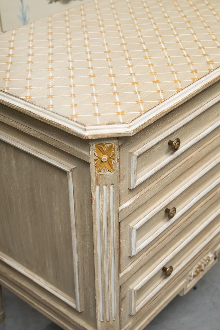 Pair of Louis XVI Style Decorative Painted Chests In Good Condition For Sale In WEST PALM BEACH, FL