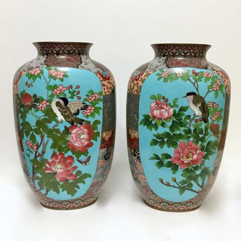Cloissoné Pair of Meiji Period Japanese Cloisonné Enamel Vases For Sale