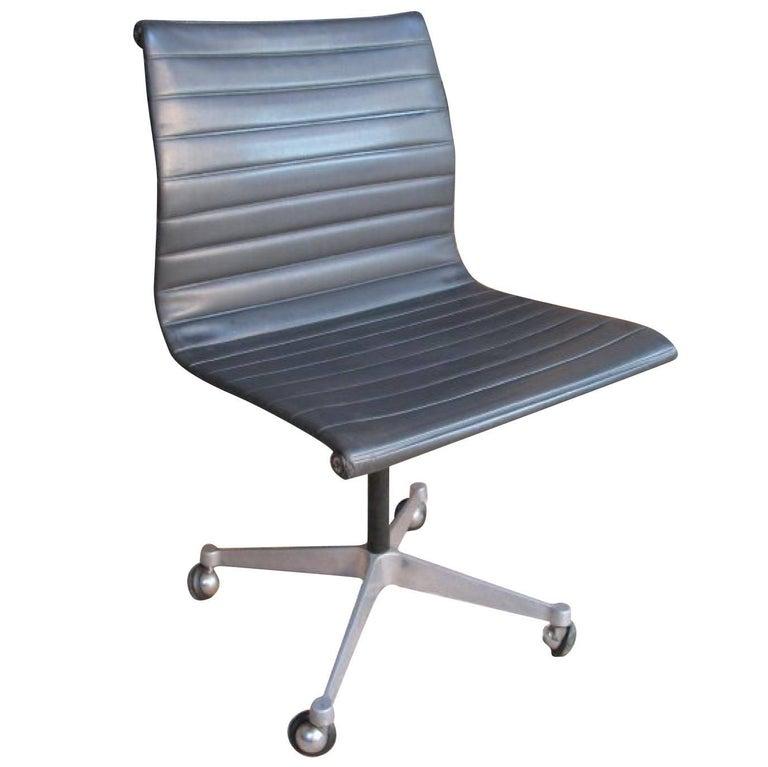 Wondrous Original Charles Ray Eames Miller Swivel Chair On Wheels Model Ea 105 1958 Dailytribune Chair Design For Home Dailytribuneorg