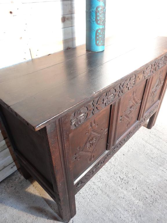 Exceptional Late 17th Century Oak Mule Chest, England, circa 1680 In Good Condition For Sale In Cowthorpe, North Yorkshire