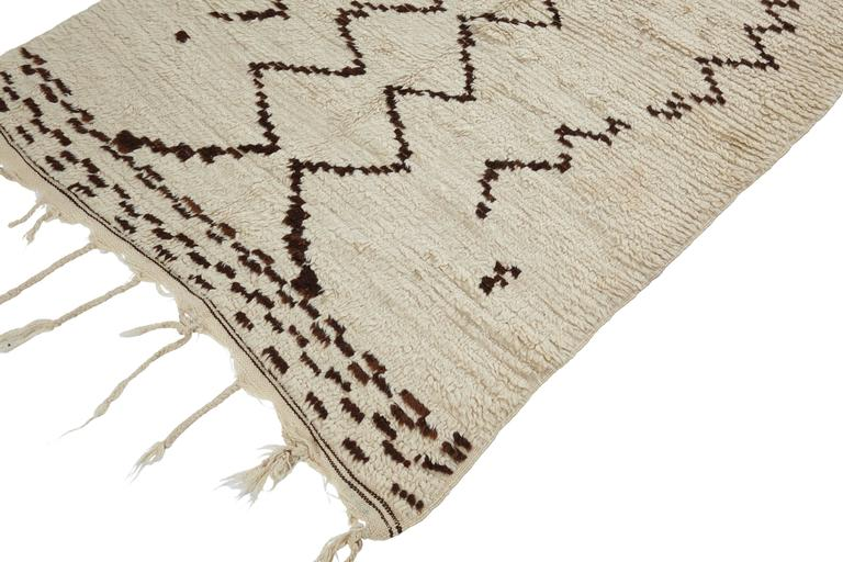 Beni Ouarain rug, Middle Atlas mountains, Morocco, mid-late 20th century. Wool, low pile, very finely woven.  Measures: 280 x 118cm.  This is a very finely woven Moroccan Beni Ouarain rug from the Middle Atlas Mountains. Hand woven by