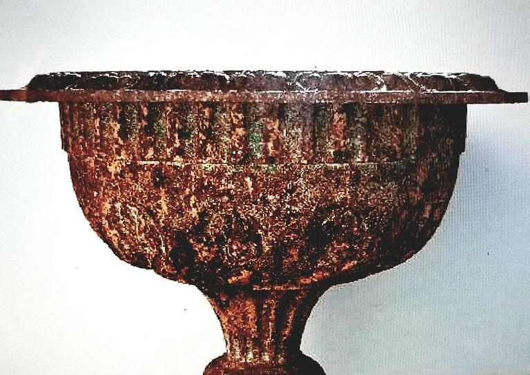 Neoclassical 19th Century Cast Iron Urn with Leaf and Groove Design For Sale