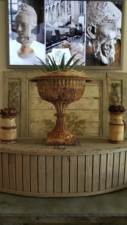 19th Century Cast Iron Urn with Leaf and Groove Design For Sale 4