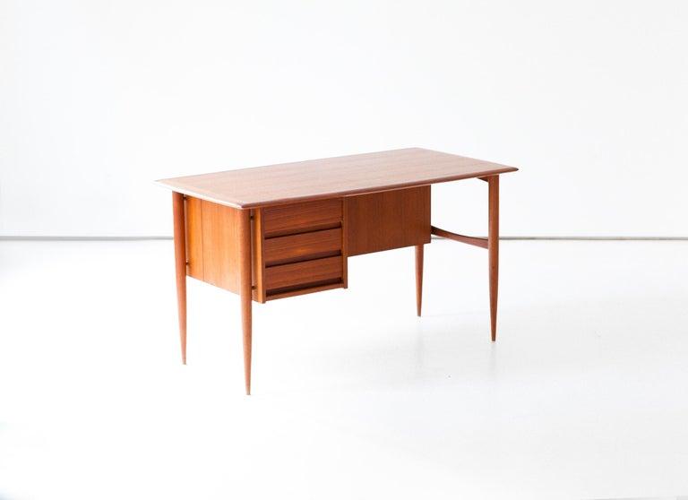 Fully Restored Danish Mid-Century Modern Teak Day Desk, 1950s For Sale 5