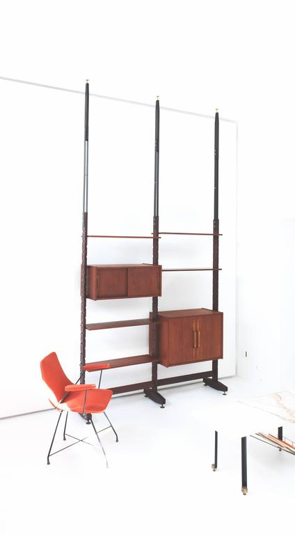 Italian wall unit / Bookshelf attributed to Ico Parisi produced in the 1950's. With a pressure mounting system between floor to ceiling but can also be mounted stand alone without the iron extensions. The height has a long range of