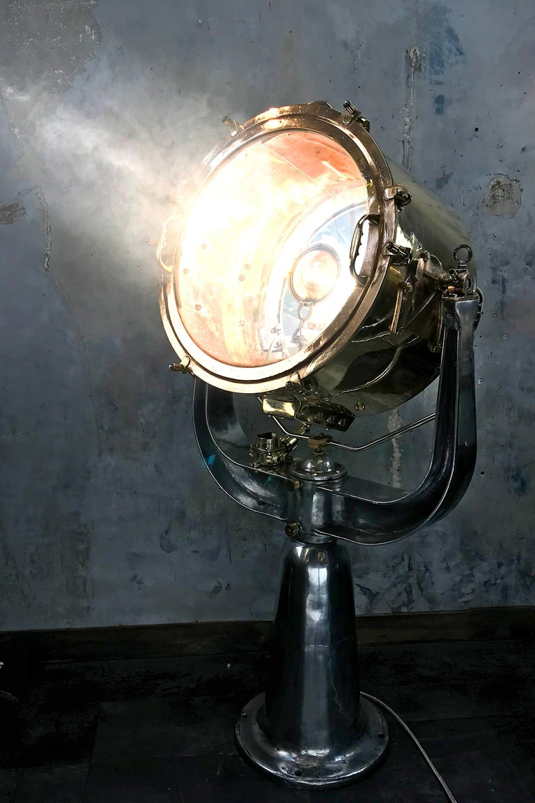 1940s Rotherham's British Brass, Bronze and Aluminium Maritime Searchlight In Good Condition For Sale In Leicester, Leicestershire