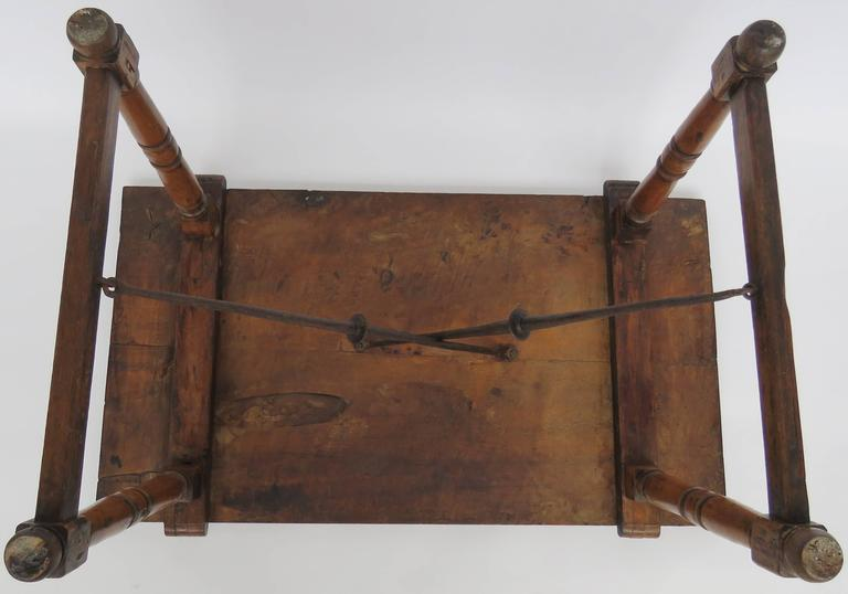 18th Century Walnut Side Table For Sale 3
