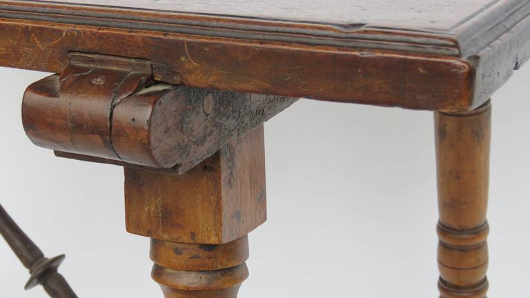 18th Century Walnut Side Table For Sale 1