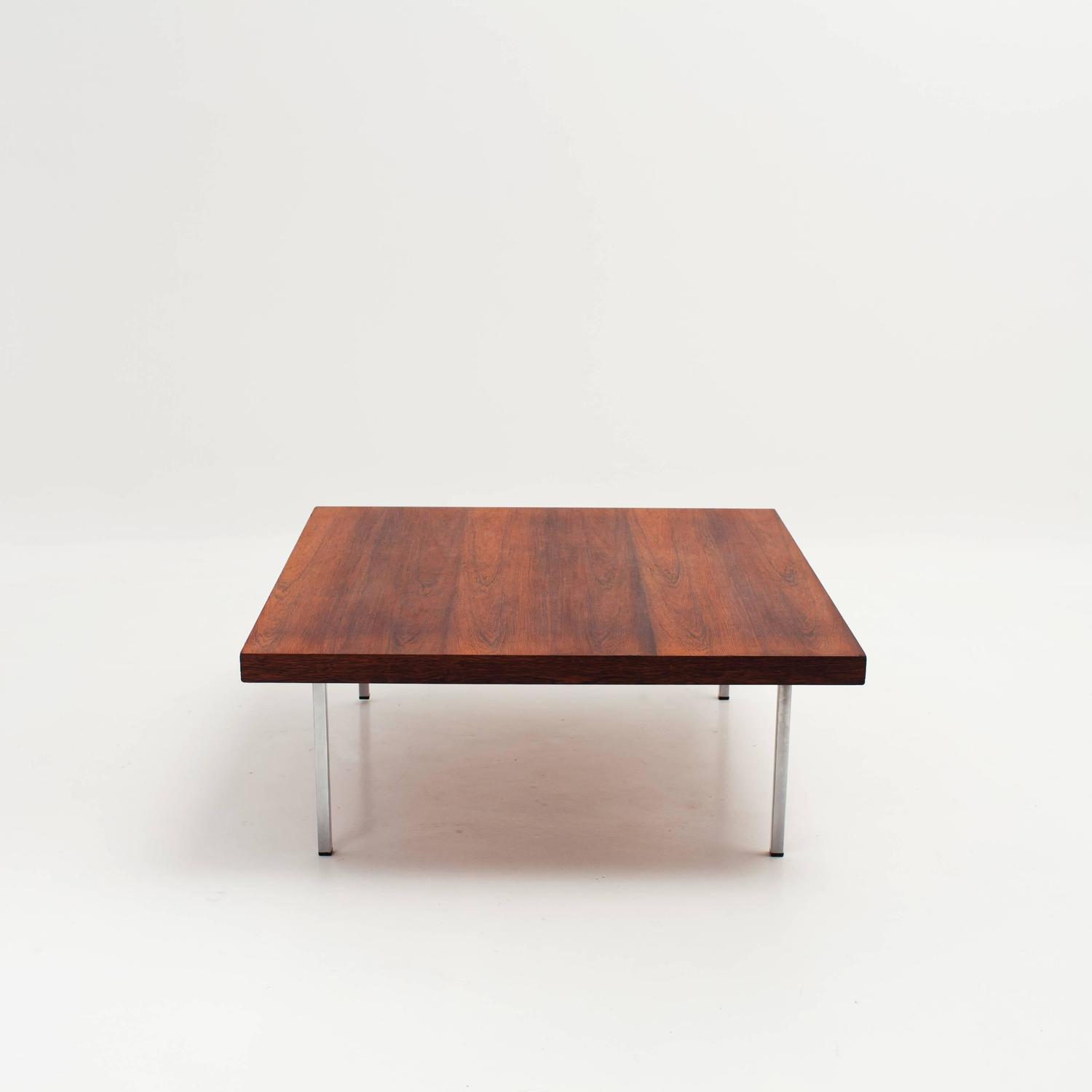 Table basse scandinave pied metal for Table basse scandinave pinterest