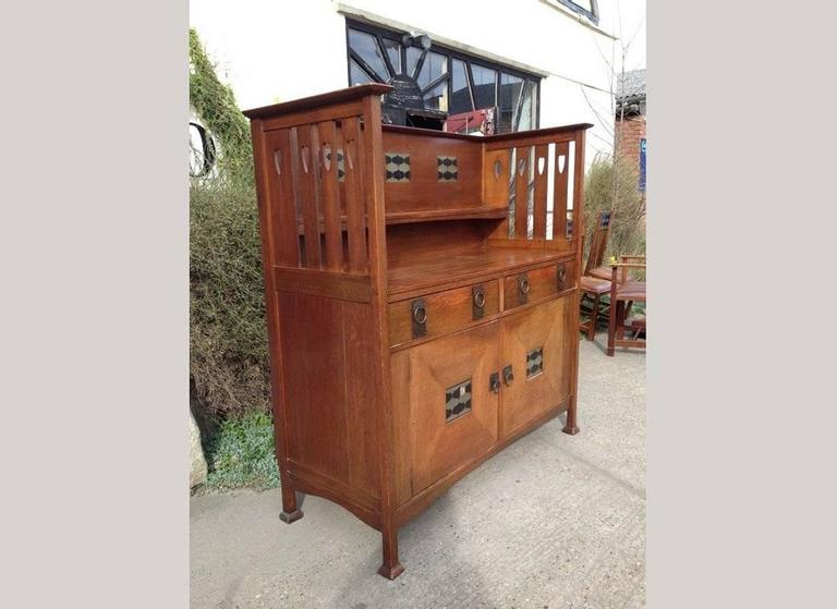 George Montague Ellwood Arts & Crafts Oak Sideboard & 8 Matching Dining Chairs In Good Condition For Sale In London, GB