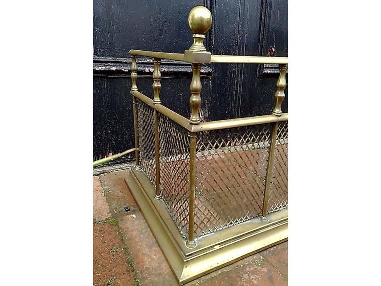 English Good Quality Aesthetic Movement Brass Fire Fender with Turned Details & Finials For Sale