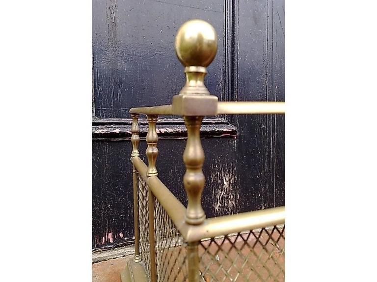 Cast Good Quality Aesthetic Movement Brass Fire Fender with Turned Details & Finials For Sale