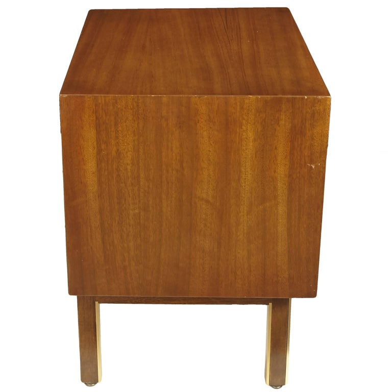 American of Martinsville Nightstand or Side Table In Good Condition For Sale In Tucson, AZ
