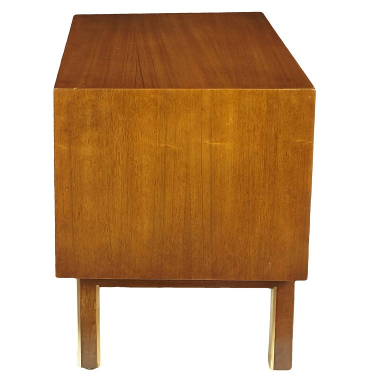 20th Century American of Martinsville Nightstand or Side Table For Sale