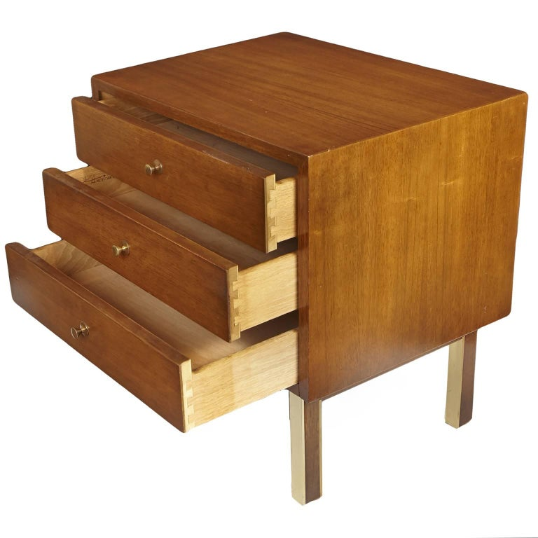 Mid-Century Modern American of Martinsville Nightstand or Side Table For Sale