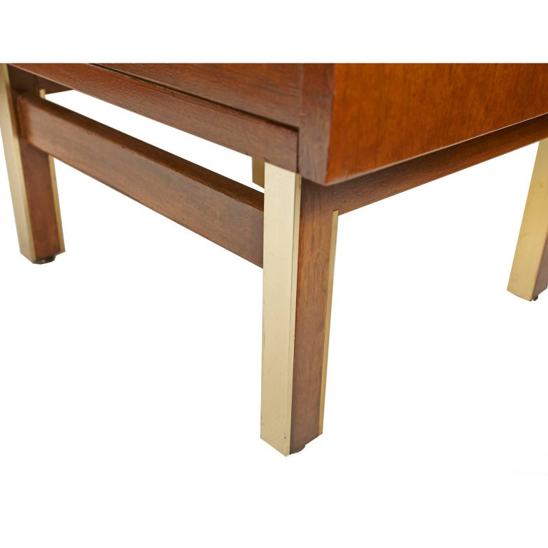American of Martinsville Nightstand or Side Table For Sale 2