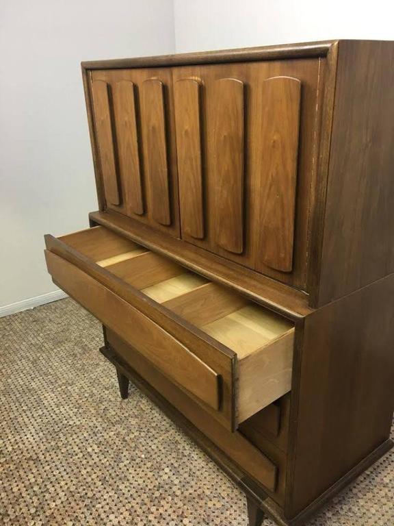 American of Martinsville Mid-Century Modern Dresser or Bureau In Good Condition For Sale In Studio City, CA