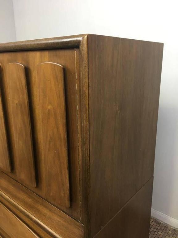 20th Century American of Martinsville Mid-Century Modern Dresser or Bureau For Sale