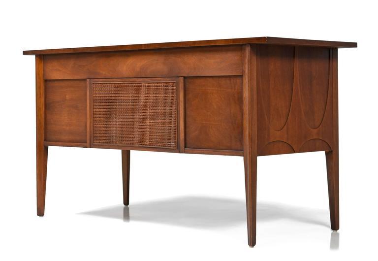 Mid century modern broyhill brasilia desk at 1stdibs for Broyhill american era bedroom furniture
