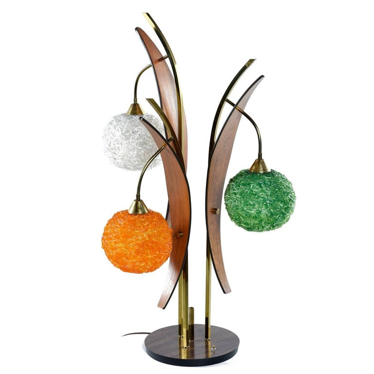 Mid-Century Modern Scandinavian Modern Acrylic Spaghetti Globe Table Lamp, circa 1960s For Sale