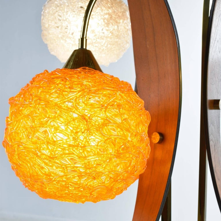 Scandinavian Modern Acrylic Spaghetti Globe Table Lamp, circa 1960s In Excellent Condition For Sale In Saint Petersburg, FL