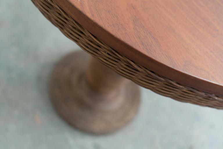 Early 20th Century 1900 American Wicker and Wood Pedestal Table For Sale