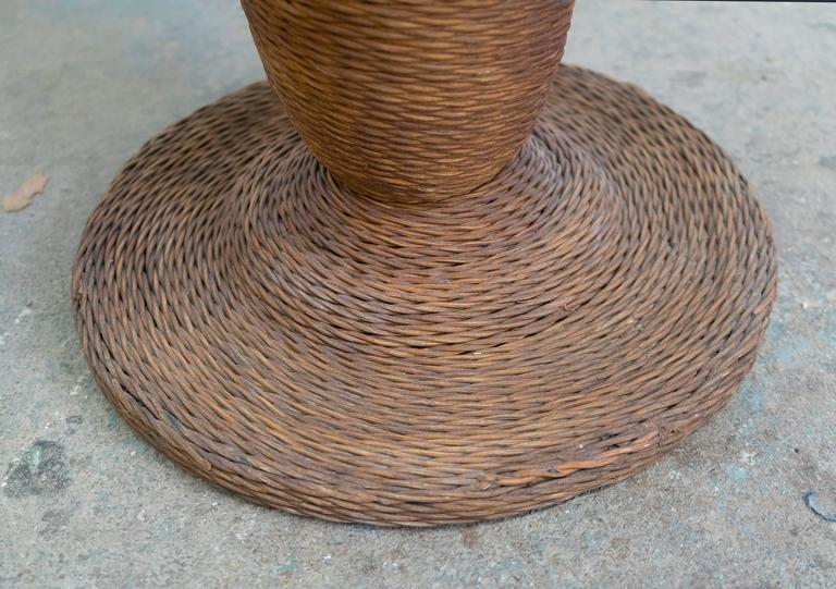 1900 American Wicker and Wood Pedestal Table For Sale 2