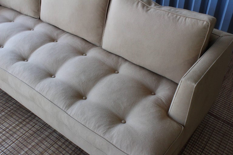 1950s Modern Sofa in the Manner of Edward Wormley In Excellent Condition For Sale In Los Angeles, CA